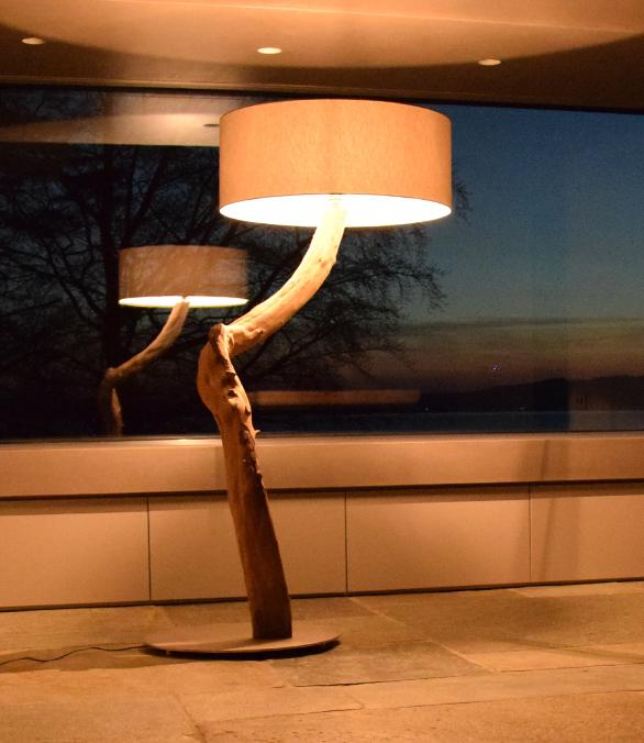 Stehlampe aus Schwemmholz | Kunststück Schreinerei München