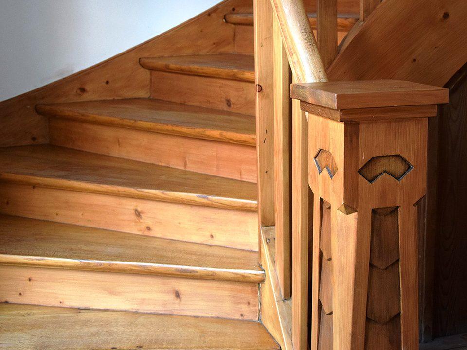 Umbau einer historischen Holztreppe aus dem 19. Jahrhundert | Kunststück Schreinerei München