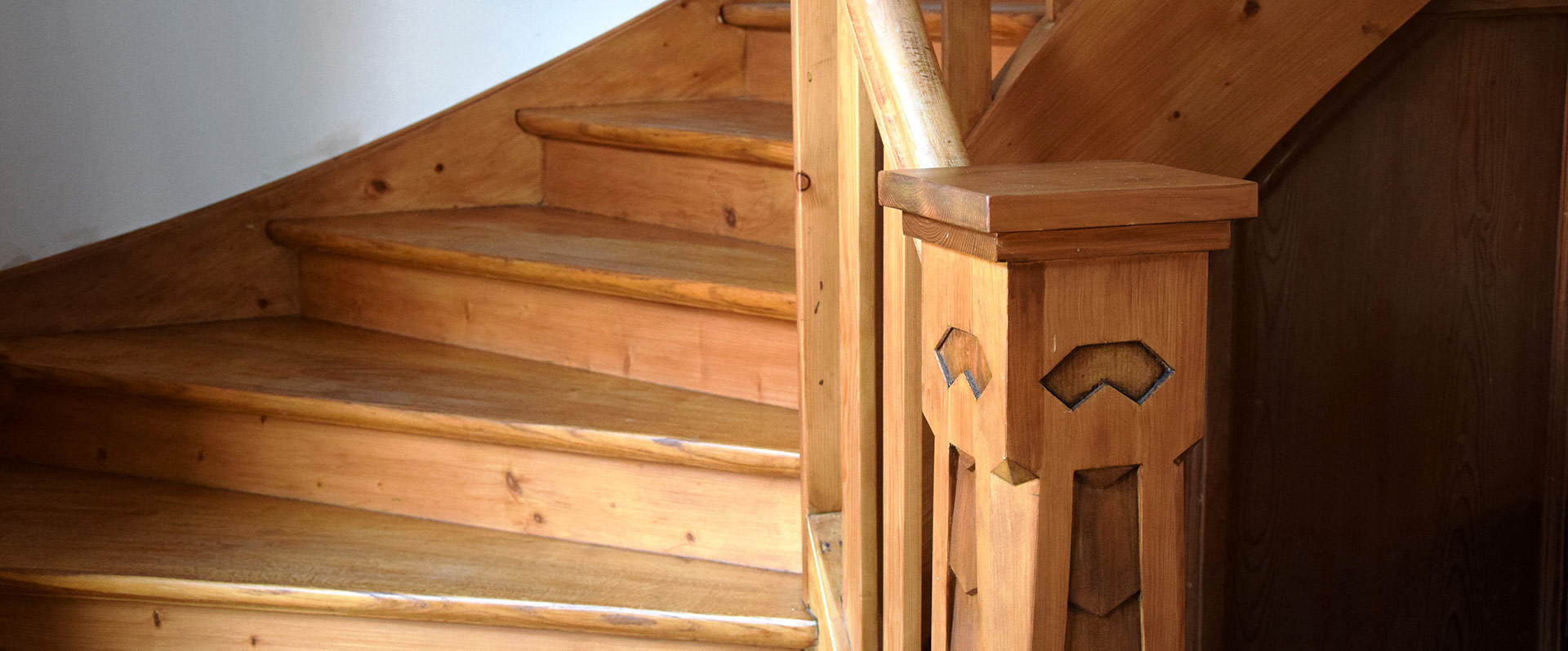 Historische Holztreppe aus dem 19. Jahrhundert | Kunststück Schreinerei München