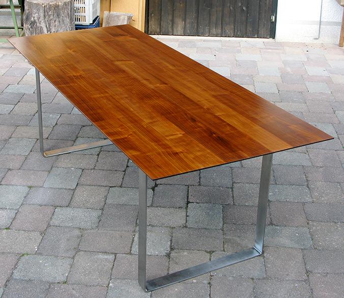 Tisch mit Stahlkonstruktion | Kunststück Schreinerei München